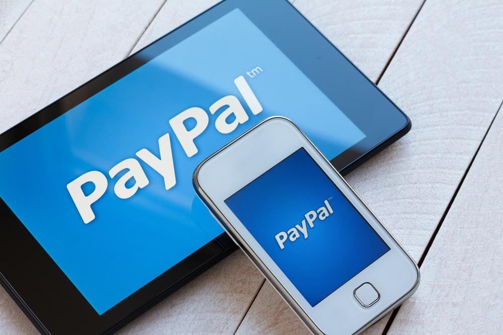 PayPal Logos auf dem Tablet und Smartphone